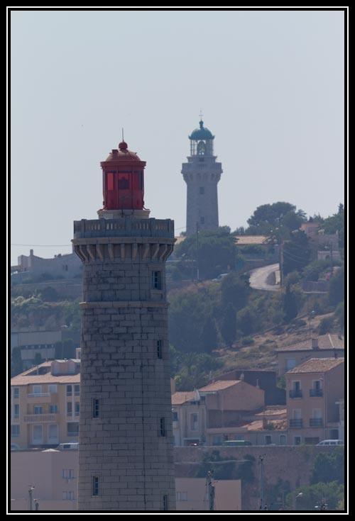 Où, plus en hauteurs se trouve un autre phare